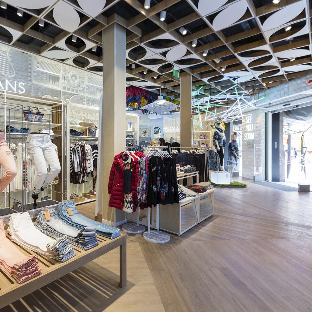 Desigual reabre su tienda en Paseo de Gracia | Barcelona Shopping City