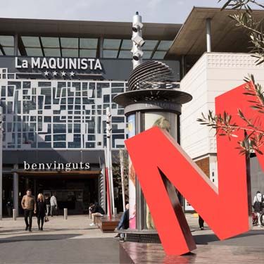Magasin barcelona shopping line for La maquinista parking