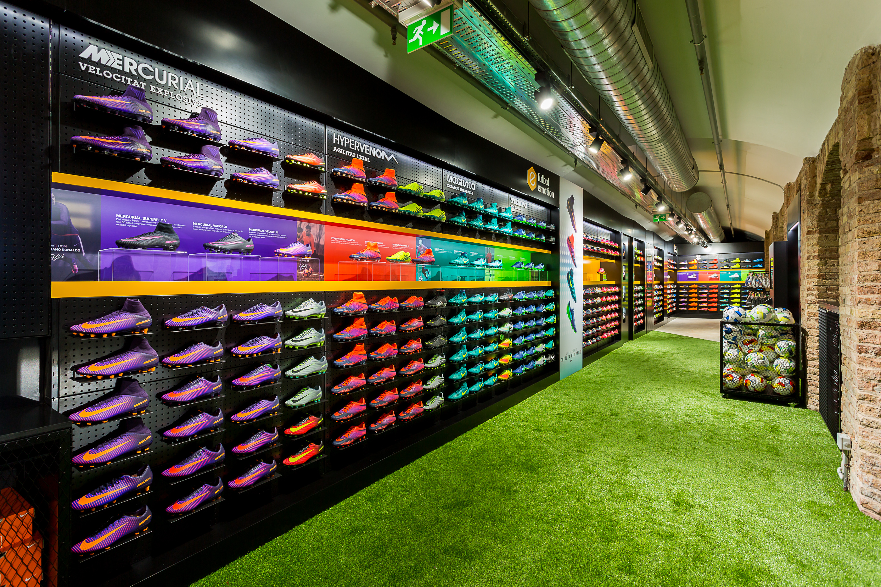 Futbol Emotion | Barcelona Shopping Line | Moda
