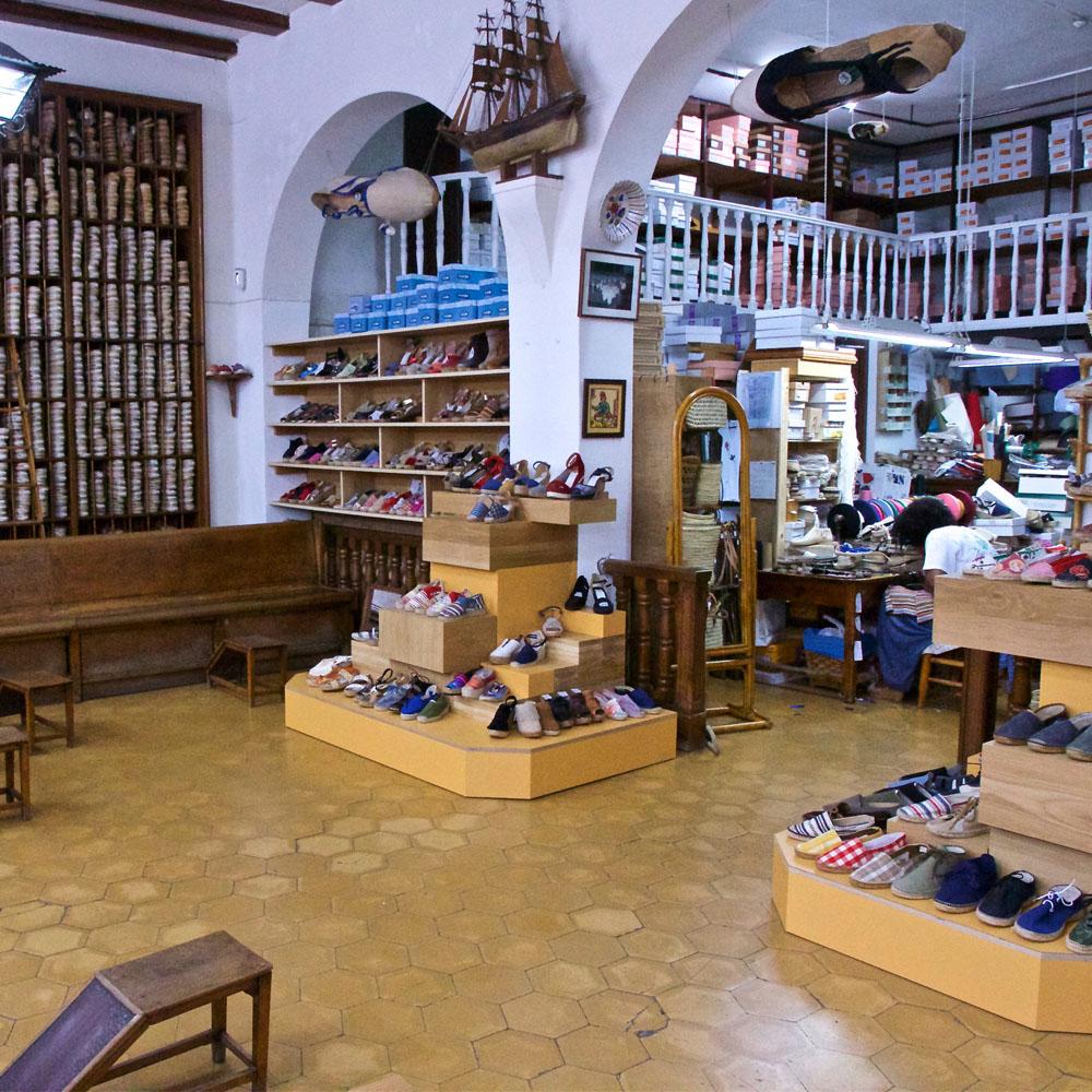 La Manual Alpargatera | Barcelona Shopping City | Artesanía y regalos, Emblemáticas y centenarias, Zapaterías
