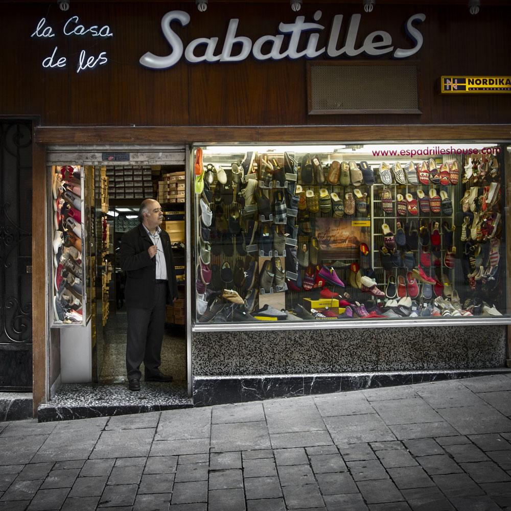 La Casa de Les Sabatilles | Barcelona Shopping City | Emblemáticas y centenarias, Zapaterías